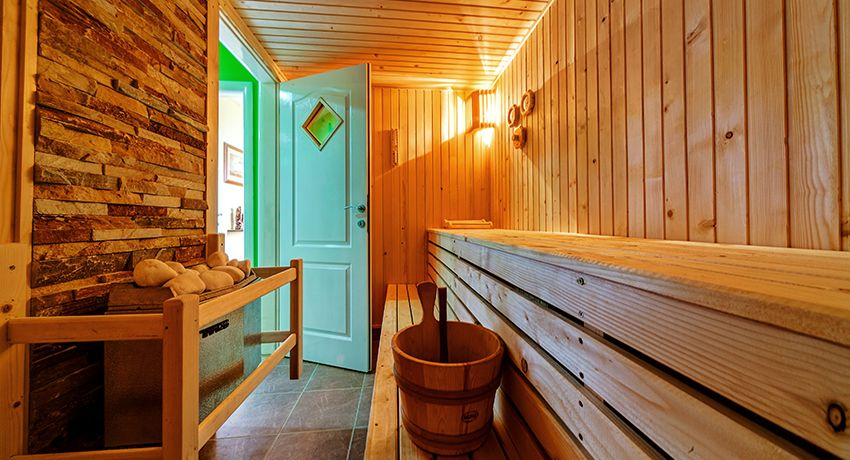 Door for baths and saunas: choose beautiful and moisture-proof models