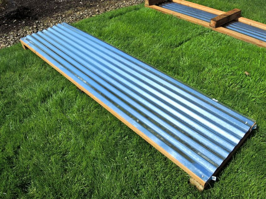 Metal beds with polymer coating: features and types of structures