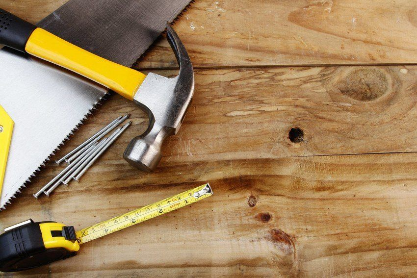 How to lay tiles on a wooden floor: details of technology and recommendations