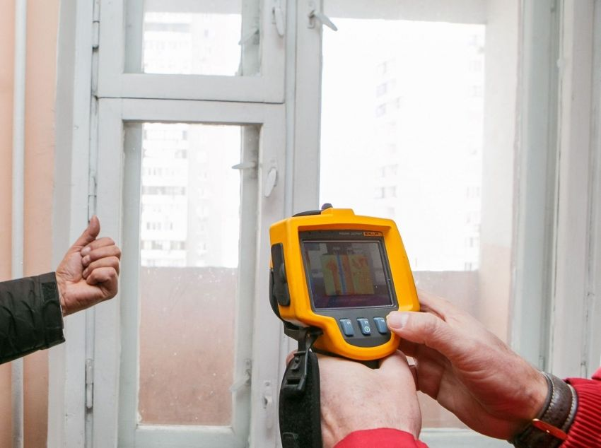 How to insulate wooden windows for the winter: the best ways and materials
