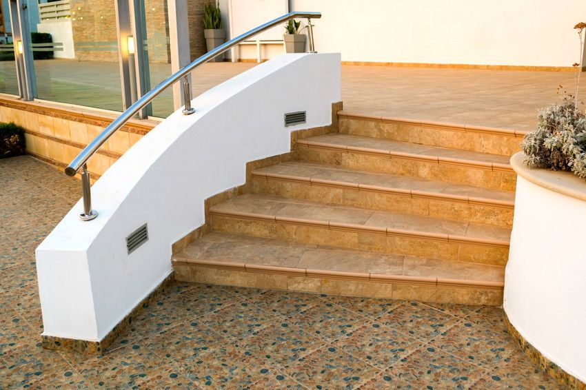 Brick tile for steps: competent choice of material
