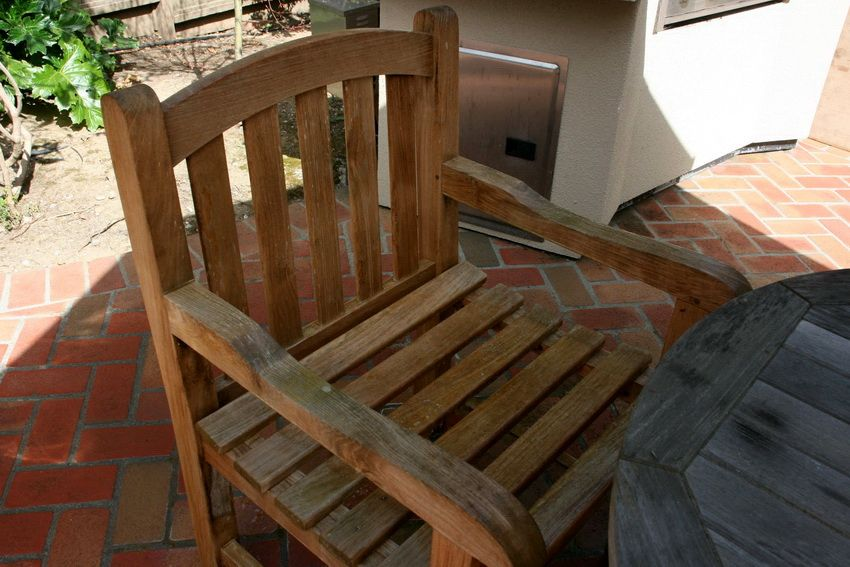 Wooden chairs: comfortable, reliable and original interior detail