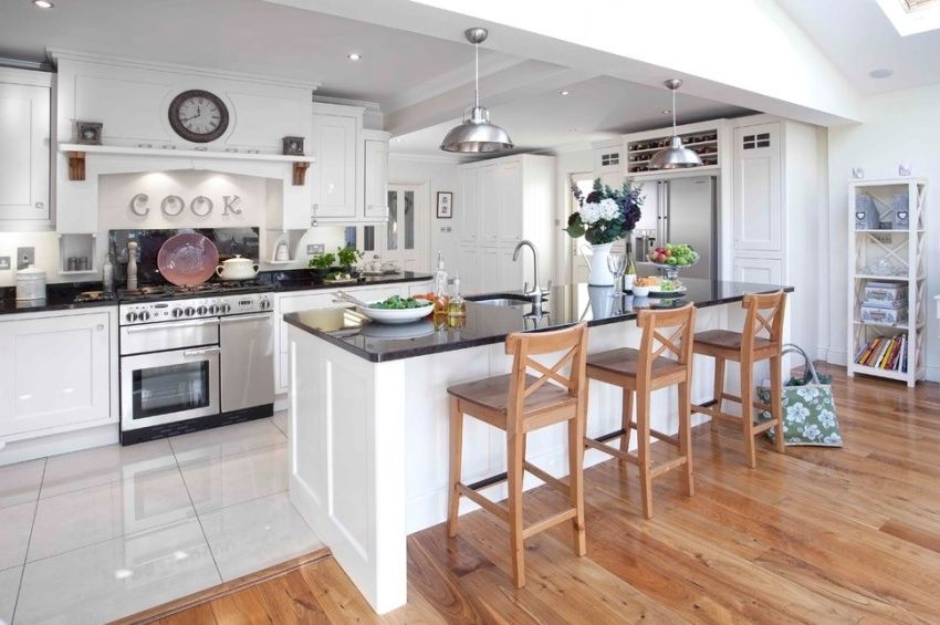 Waterproof laminate for the kitchen: all about quality coverage