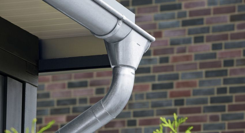 Metal gutters for the roof: prices, features and installation features