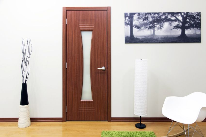 Interior doors with glass: an original and functional solution