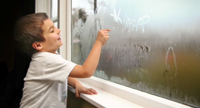 Why do plastic windows inside the apartment sweat: the causes and their elimination