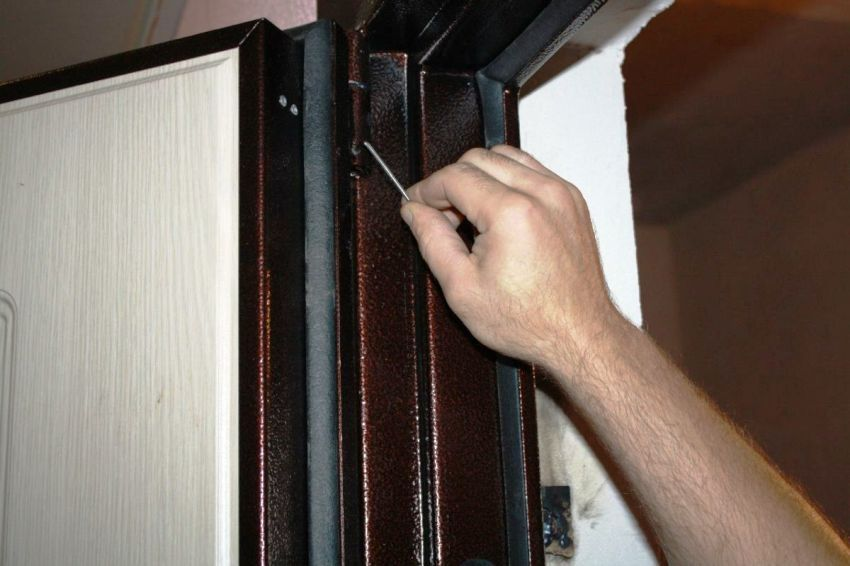 Repair metal entrance doors: how to fix the canvas