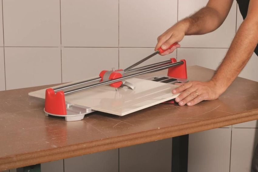 Manual tile cutter: price, review of popular models and use nuances