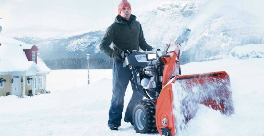 Manual snow blower: design features and applications