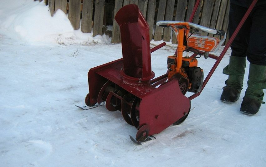 Do-it-yourself snow plow: a worthy alternative to factory models