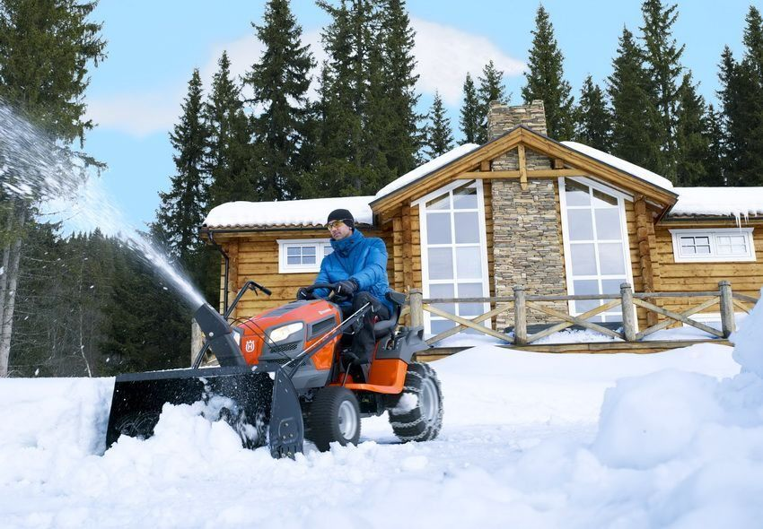 Snow removal equipment for cottages and houses: an overview of the best manufacturers
