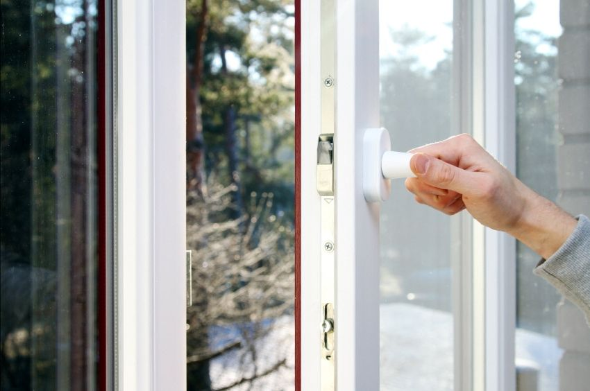 Sealant for plastic windows: types, characteristics and features of replacement