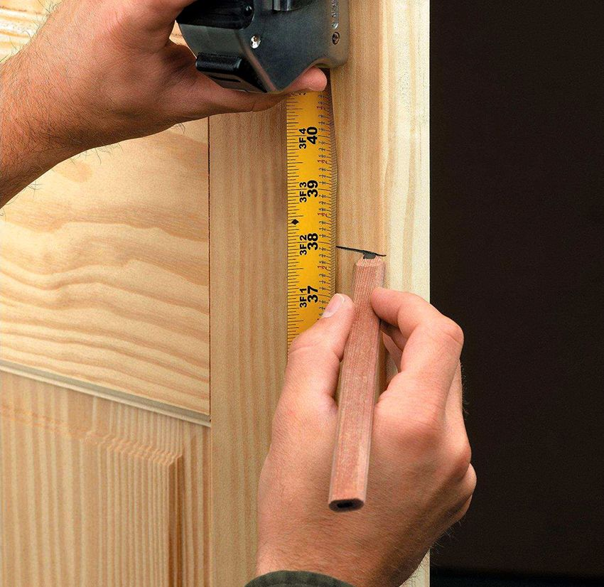Installing the door lock in the interior door: simple and clear instructions