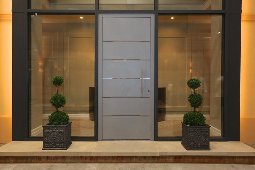 Entrance door with glass for a private house: great design examples