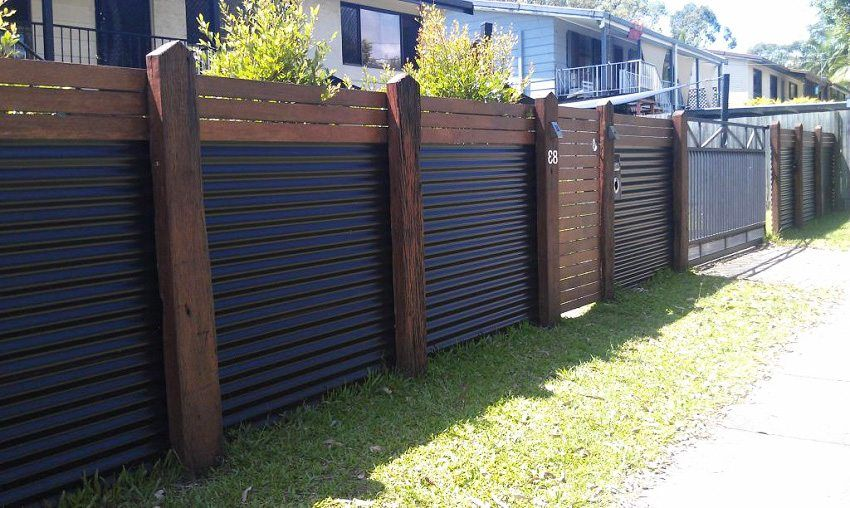 Fence from a professional sheet with their own hands: photos of interesting decisions